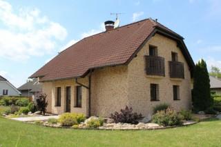 Obkladové pásky Lichtbrons na typovém domě