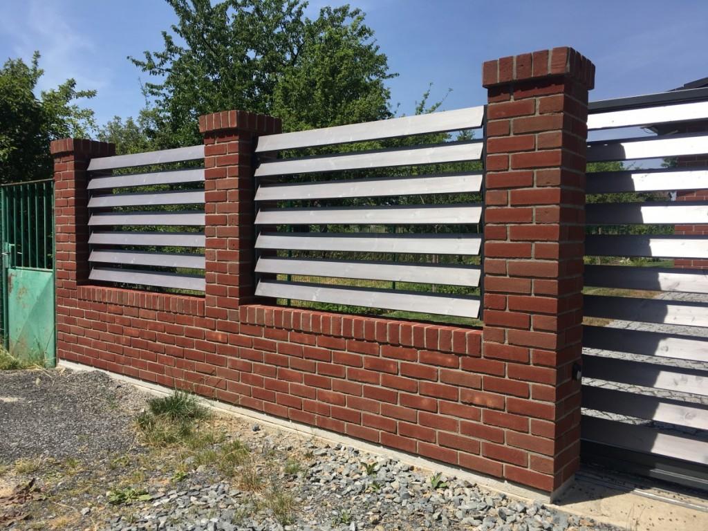 plot z lícových cihel Koraalrood