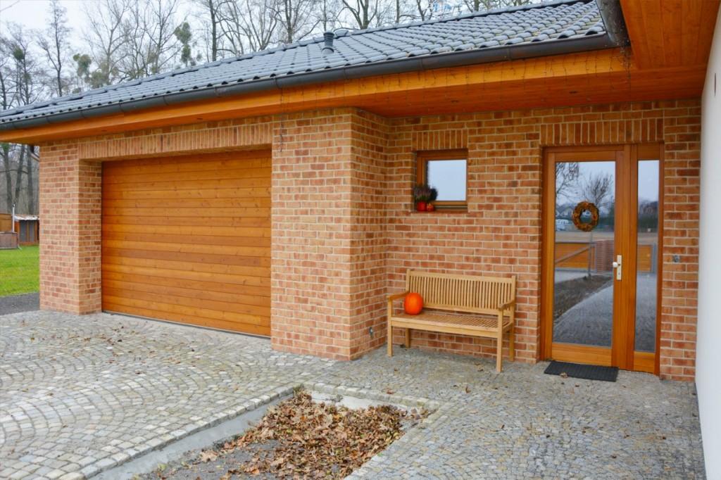 Lícové cihly Röben Moorbrand sandgelb bunt na bungalovu