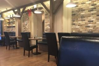 Interiér restaurace z obkladových pásků Ligure