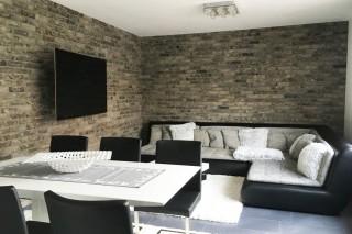 Lícové cihly v obývacím pokoji