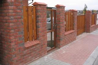 lícové cihly Klinkercentrum na plotě
