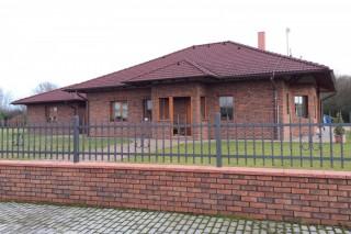 obkladové pásky Kastanjebruin na RD a plotě