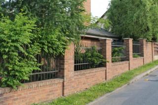 lícové cihly Kastanjebruin na plotě