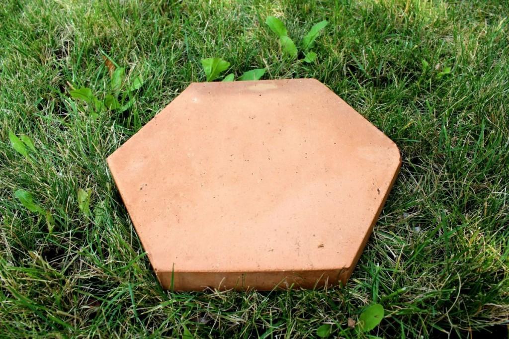 Cihlová dlažba ve tvaru šestiúhelníku