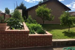 lícové cihly klinker na zahradě