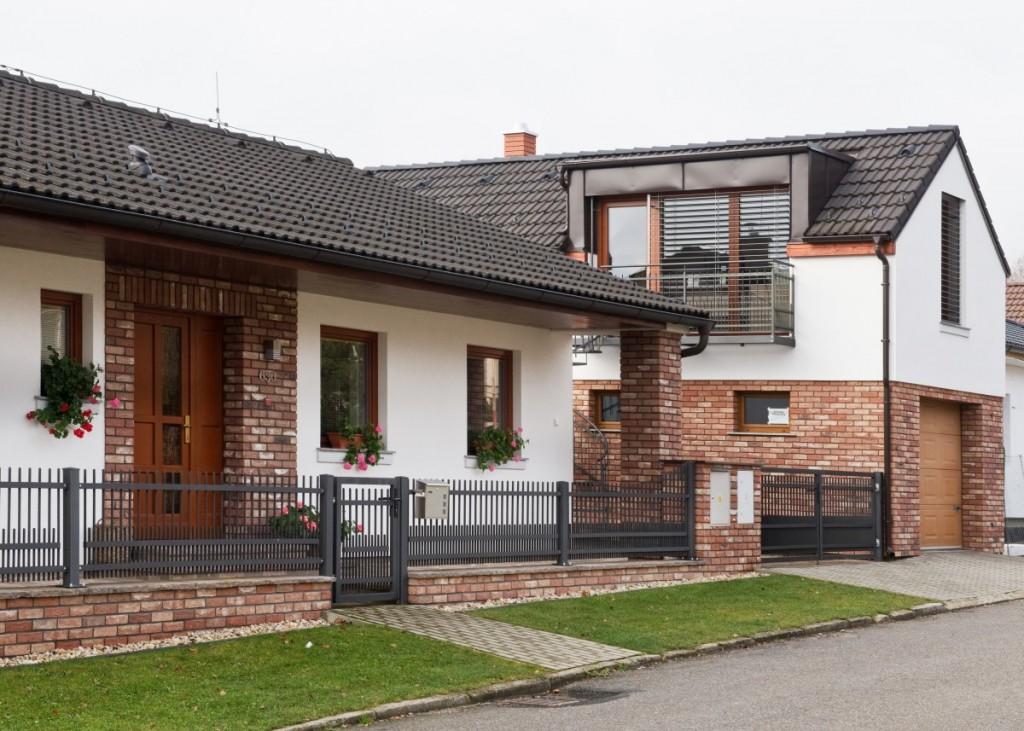 Rodinný dům a garáž z lícových cihel Barok
