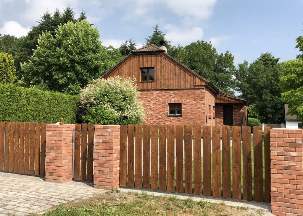 Kombinace lícových cihel Mardale Antique a dřeva